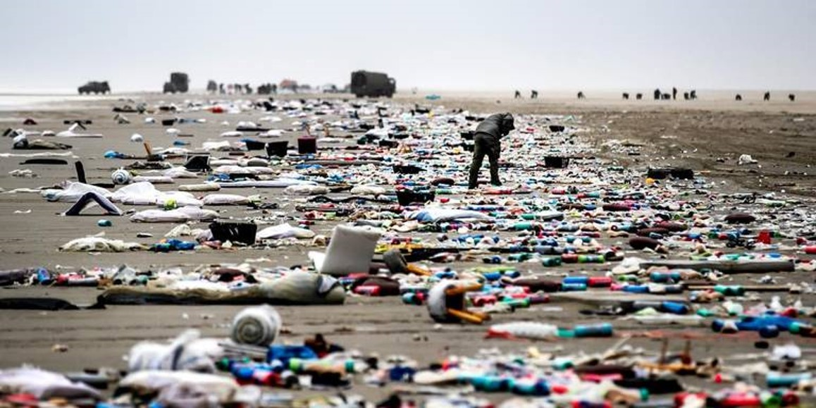 Dutch beaches after MSC Zoe accident